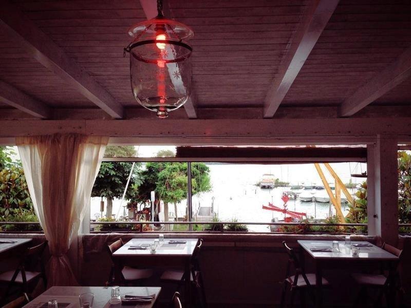 Sala ristorante Osteria Rosso di sera
